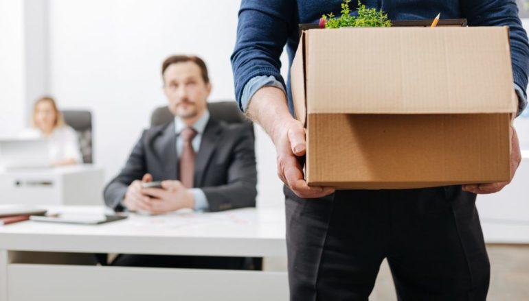 Comment réagir face à un licenciement en période de crise ?